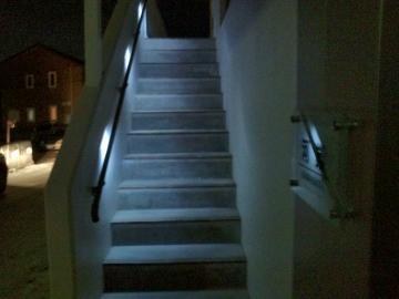 八戸K様邸階段手すりにLEDライト