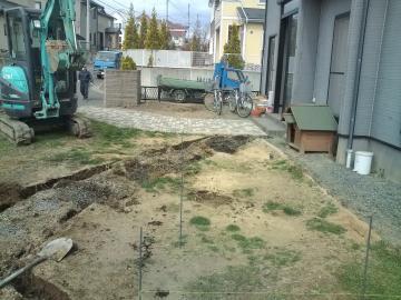 八戸市T様邸ガーデンリフォーム工事始まりはした。