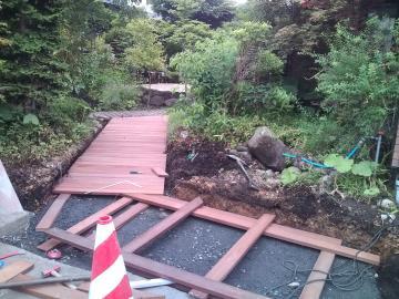 八戸S様邸ガーデンテラス ウリンのアプローチ